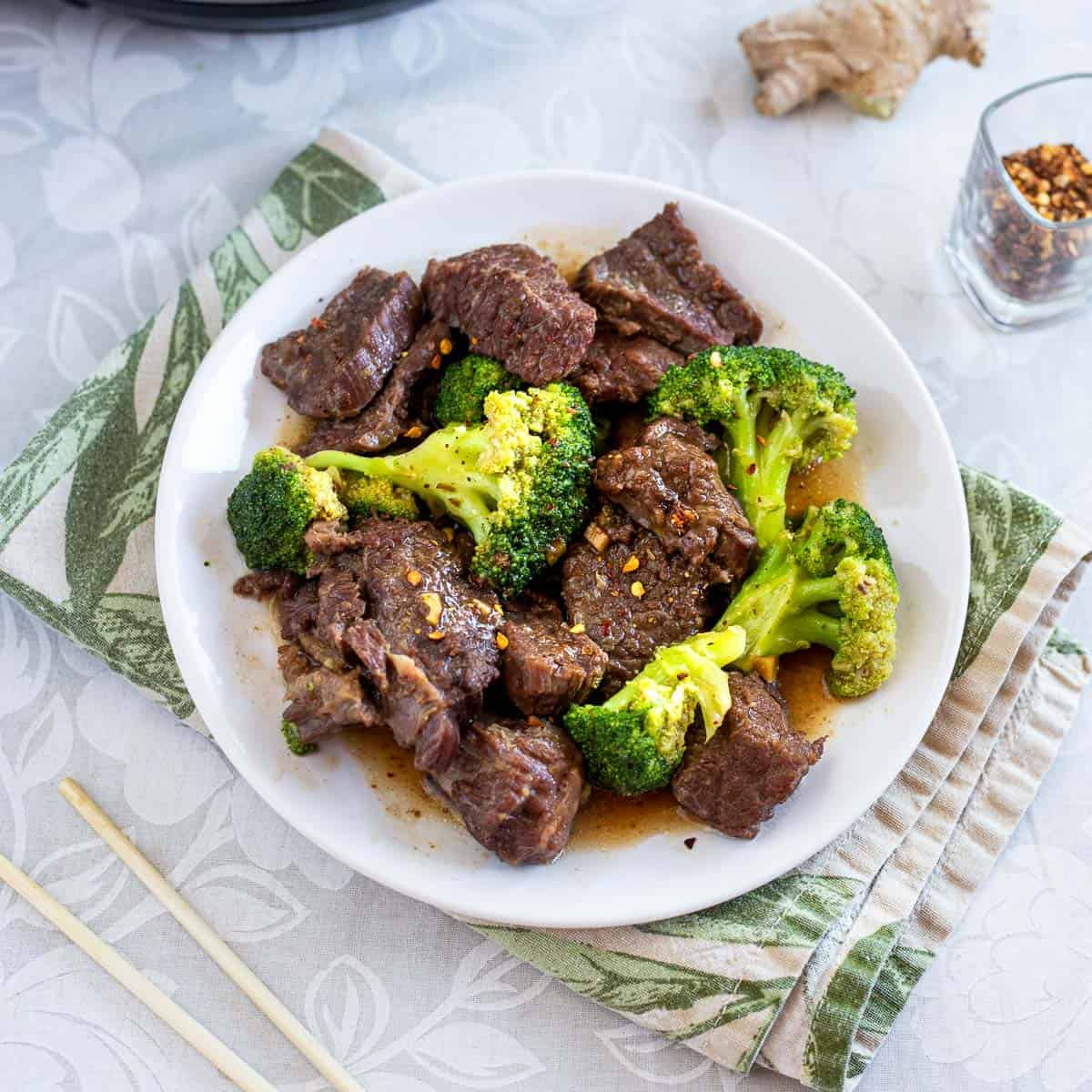 Plate of keto beef and broccoli