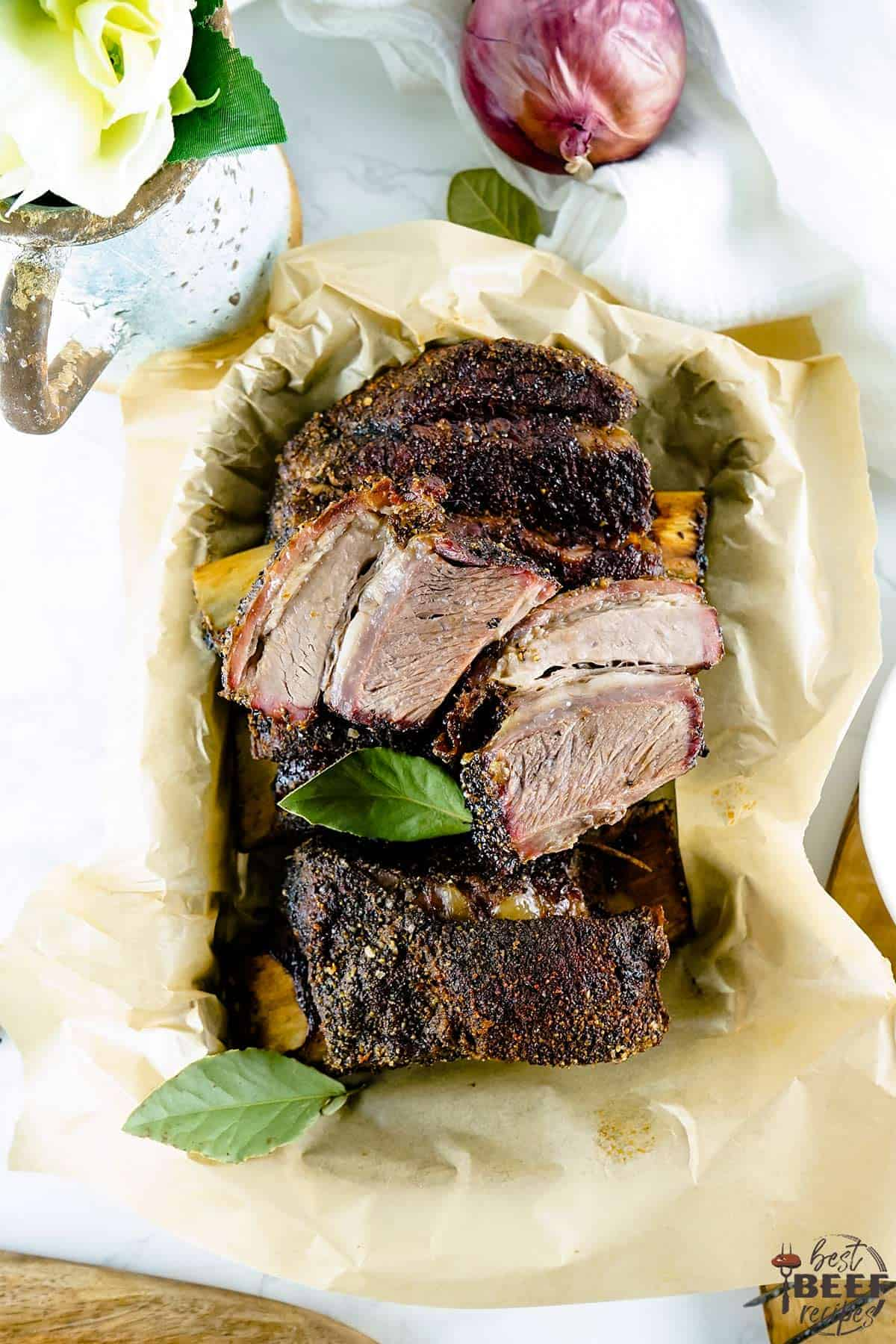 Short ribs in a parchment paper-lined basket